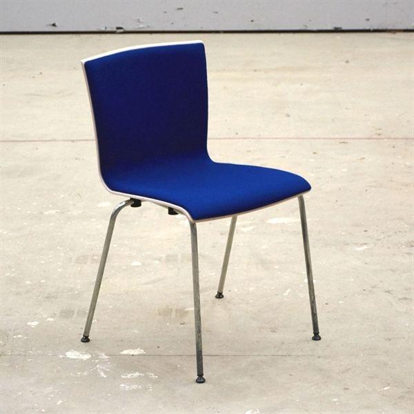 Image of   Konferencestol. Rumas. Bøgeskal med blåt stof og på krom stel.