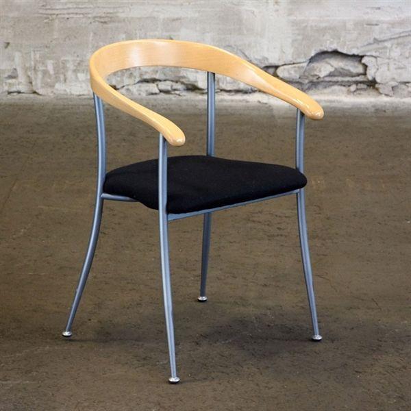 Image of   Konferencestol. Sort polster sæde med bøge ryg.