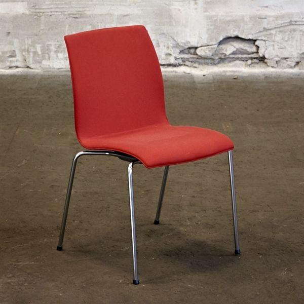 Konferencestol. Kusch. Rødt stof på sæde og ryg med metal ben.