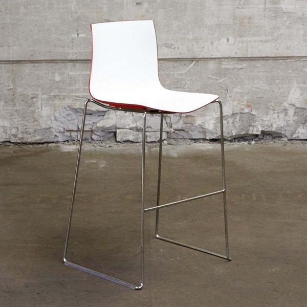 Image of   Barstol. Arper Hvidt og rødt sæde på krom stel.