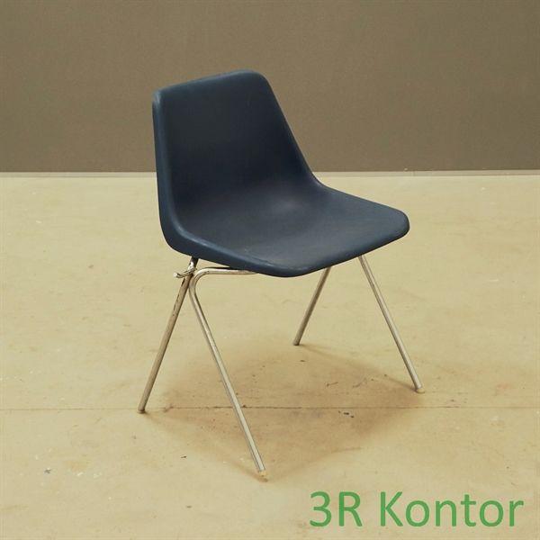 Image of   Kantinestol. Blå plastic, krom stel.