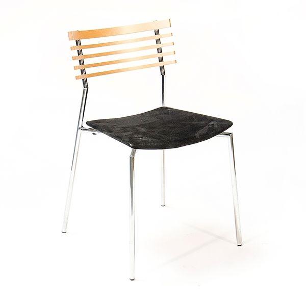 Konferencestol. Randers + Radius. Rail. Ryg i bøg med sort polster og stål ben.