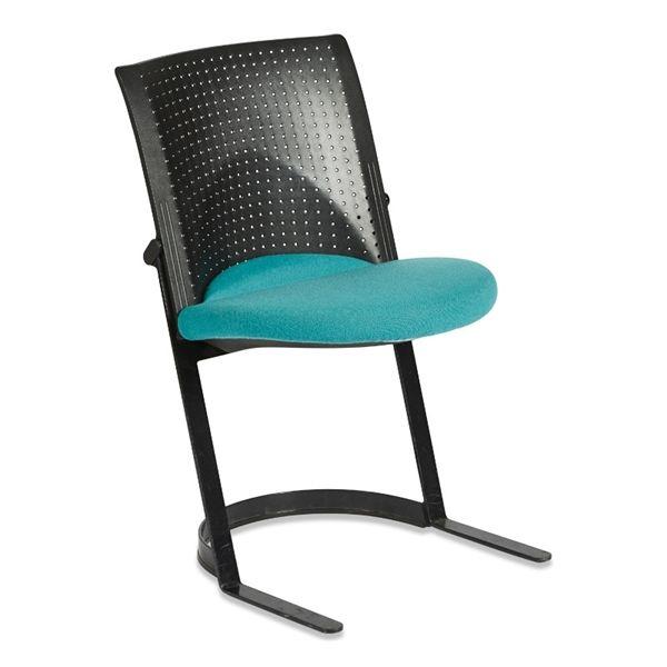 Konferencestol. Wilkhahn. Sæde i sort polster med sort ryg.