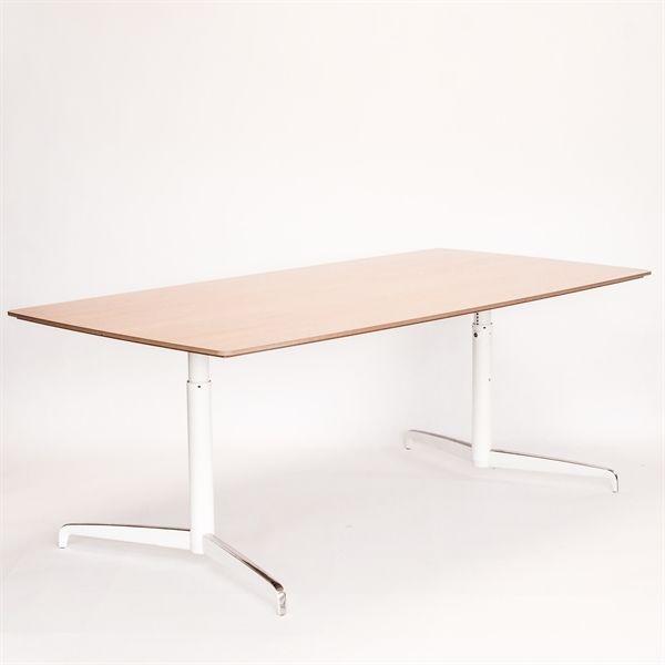 Genese konferencebord fra Holmris med bordplade i massiv egetræ