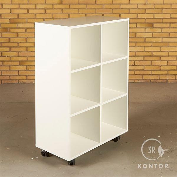 Image of   Åben reol i hvid laminat med 6 rum og på hjul.