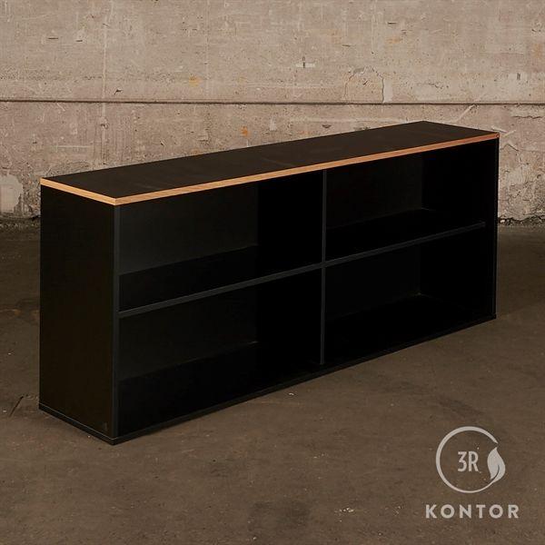 Image of   Åben reol. Sort med sort nano og egekant på toppen. - 4 rum
