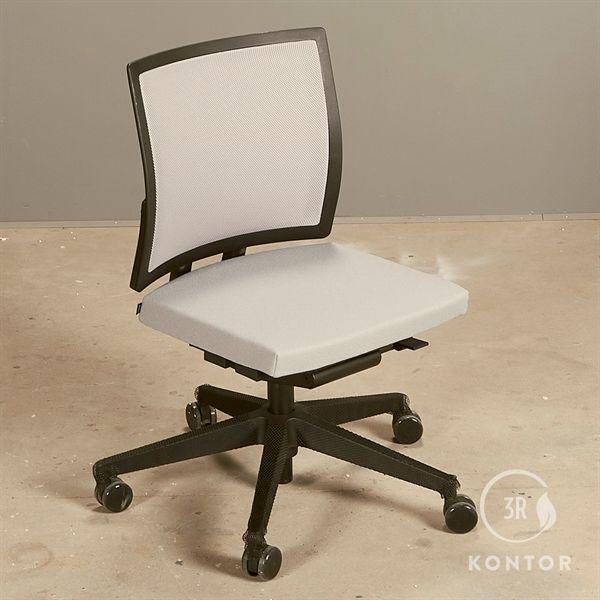 Image of   Bene kontorstol i gråt stof og mesh ryg - Demomodel