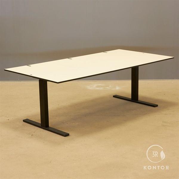 Image of   El hæve sænke bord. Hvid top, 3 kabel huller, sort Square stel, 180x90