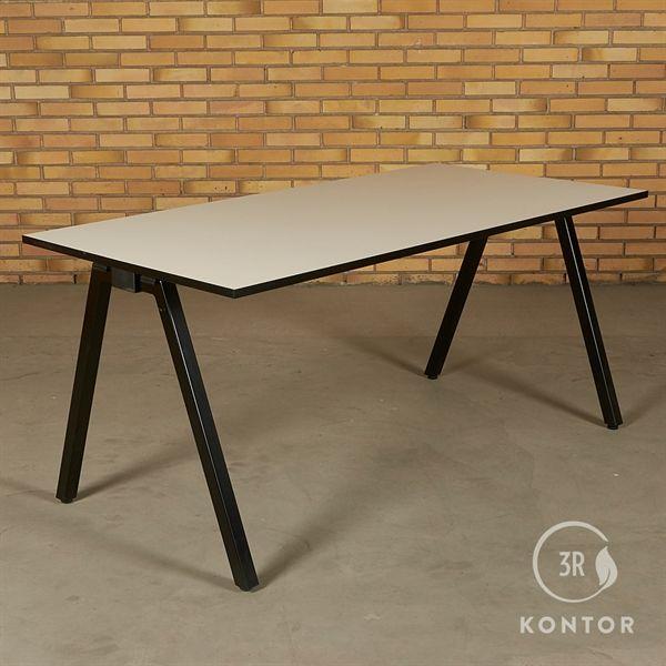 Image of   Foldebord. Hvid med sort kant, sorte ben. 160x80