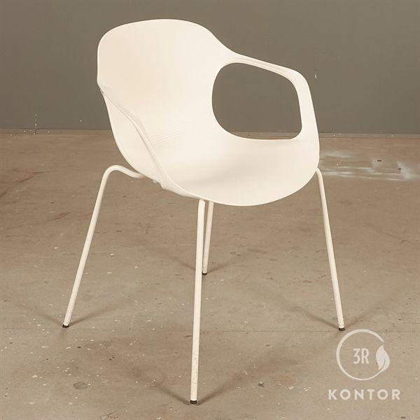 Fritz Hansen Nap stol, hvidt sæde og stel, med armlæn