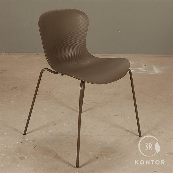 Fritz Hansen Nap stol, mørkebrun sæde og stel.