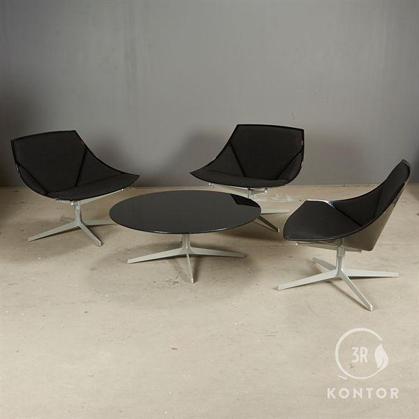 Fritz Hansen Space loungesæt. 3 stole, 1 glasbord.