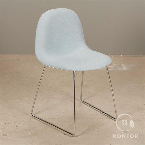 Image of   GUBI 3D Chair, konferencestol. Lyseblå polster.