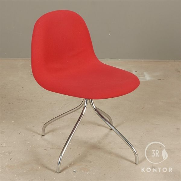 Gubi 3D stol, rødt polster, krom stel.
