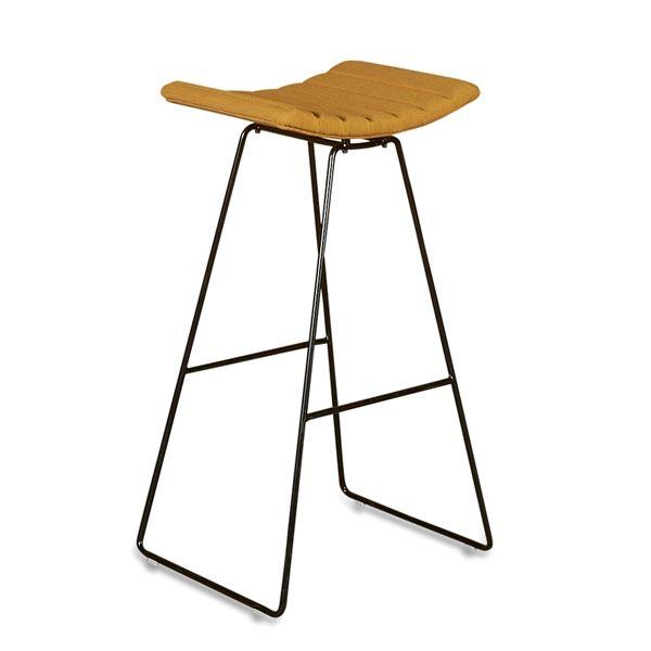 Image of   Gubi barstol i gult stof, sort stel.