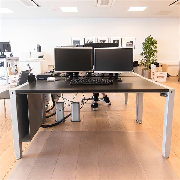Image of   Hæve sænkebord. 4 søjler, sort plade. 160x90