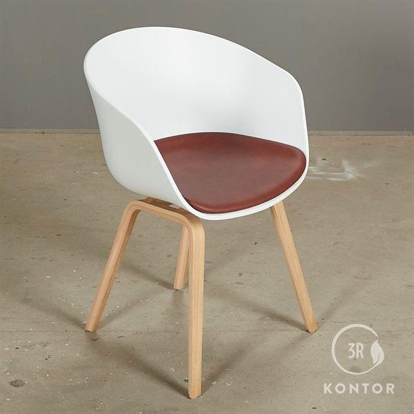 Image of   HAY About a chair. Hvid med rødt læder sæde.