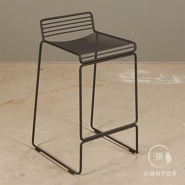 Billede af HAY Hee Bar barstol i sort metal. Højde 66 cm