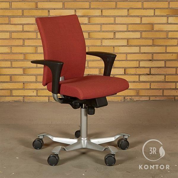 Image of   HÅG H04 Credo 4200 kontorstol, mat rødt stof, med armlæn.