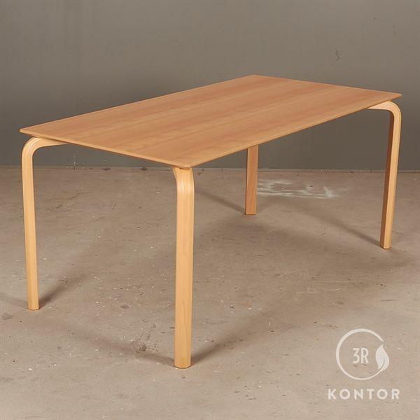 Kantinebord i bøg og buede bøgeben. 160x80