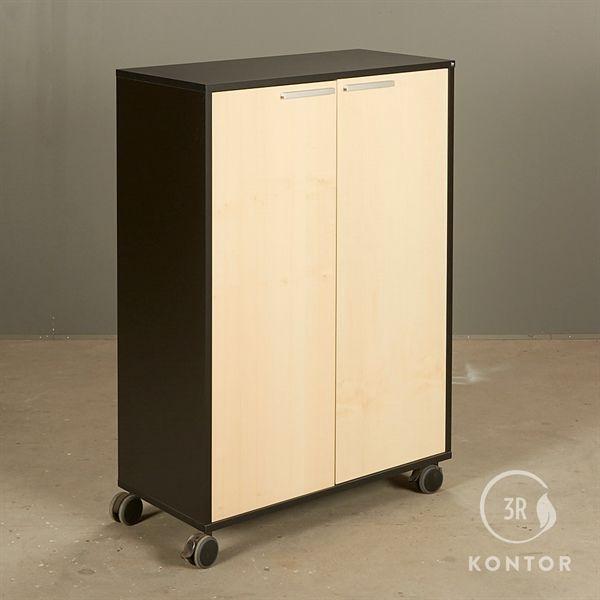 Image of   Kontorskab. Holmris. Sort med 2 låger i ahorn. På hjul.