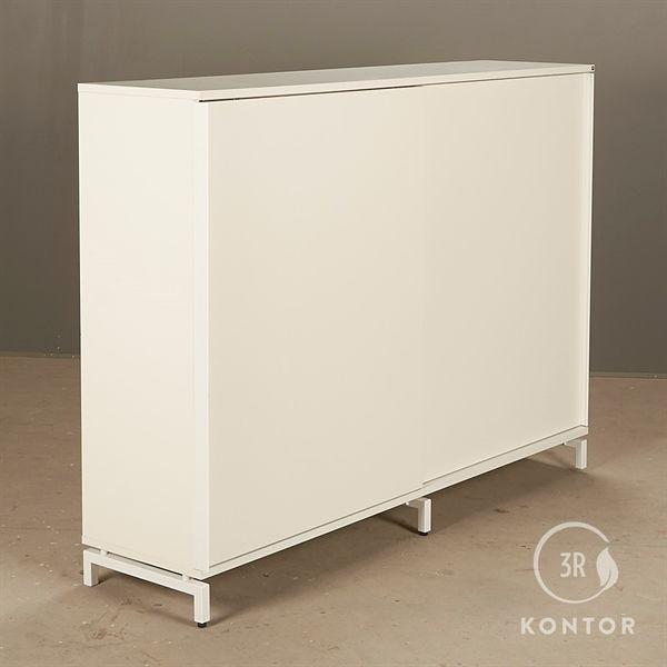 Image of   Kontorskab. Hvid med 2 store skydelåger- På hvide fødder