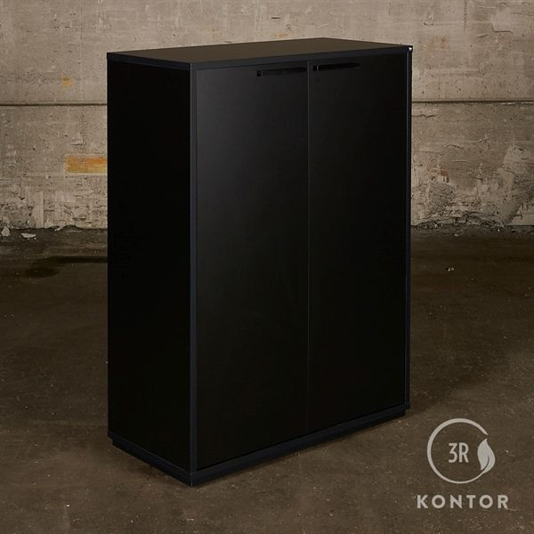 Image of   Kontorskab. Sort laminat med 2 sorte låger og sorte håndtag.