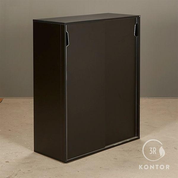 Image of   Kontorskab. Sort laminat med 2 sorte skydelåger. Genese håndtag.
