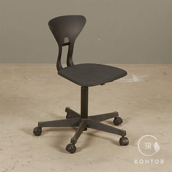 Image of   Labofa Ray børne kontorstol med polster på sæde.