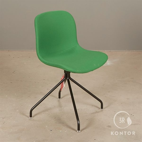 Image of   Magis Troy Chair konferencestol. Grøt stof. sort stel.