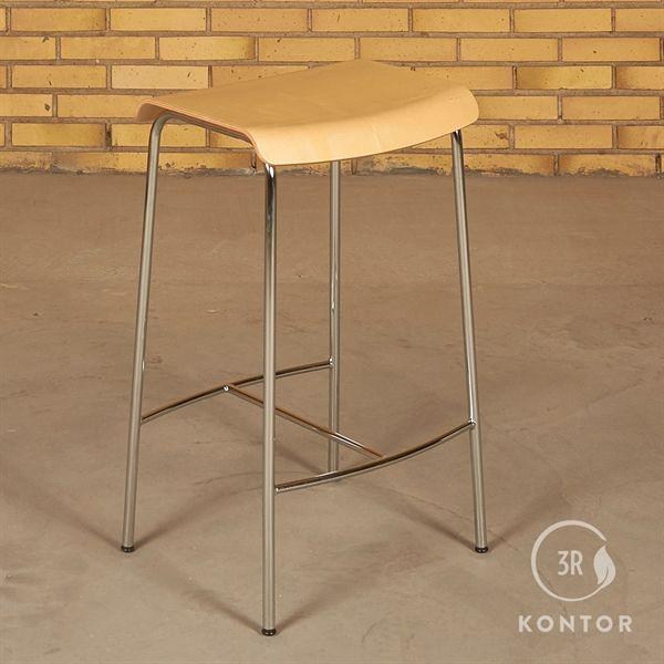 Image of   Magnus Olesen barstol. Ahorn sæde, krom stel. Højde: 65cm
