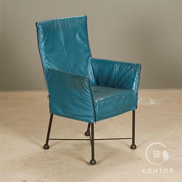 Montis Chaplin stol. Blåt læder på sort stel.