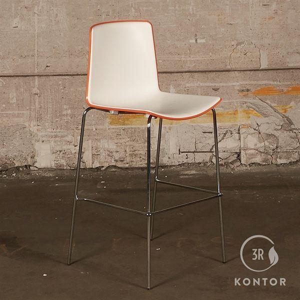 Image of   Pedrali Tweet barstol. Orange med hvidt sæde og ryg.