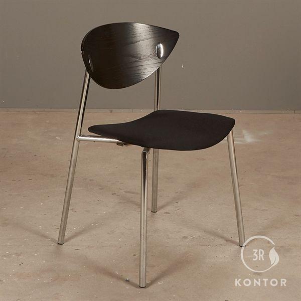 Image of   Randers+Radius Must stol. Sort polster, sort træryg.